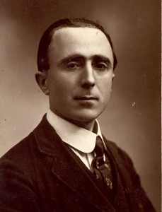 Retrat de Plàcid Vidal, dedicat a Josep M. de Sucre (1919). Biblioteca de Catalunya: Fons R. Borràs.