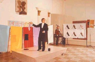 Joan Brossa al 125è aniversari del Centre, l'any 1984