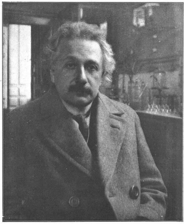 Einstein posa en el laboratorio del doctor Rocasolano en la Universidad de Zaragoza.Imagen publicada por Antonio Ríus en la revista del Centre de Lectura de Reus