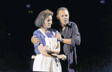 Núria Espert i Lluís Pasqual van estrenar l'any 1997 «La oscura raíz»